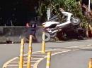 Scooter Crash: Mit den Handflächen gebremst, Einschlag, Schürfing