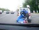 Scooter Crash: Suchst Du nach dem Sturz die Flucht, trifft Dich das Gesetz mit Wucht!