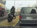 Scooter / Roller Crash: Bremse immer mit bedacht, sonst wird ein Überschlag gemacht
