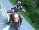 Seebergsattel Suzuki GSR 600 mit wütend wemsender KTM im Nacken