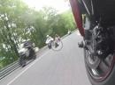 Sella Chianzutan mit SUZUKI GSX-S1000. Kurvenreiche Straße mit Top Grip