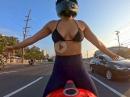 Sexy Blondie Biker - Stadtrundfahrt H20I - ohne Handschuhe ;-)