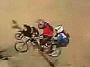 Skateborder wechselt im Flug auf Motorrad - Stunt Junkies
