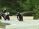 So sollten Motorrad Journalisten sein: Durchgeknallt, trinkfest und granatenschnell ...
