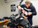 Motorrad Lack aufbereiten: Polieren, wachsen, konservieren by ChainBrothers
