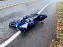Straße feucht, Heck verloren, Yamaha R1 Crash