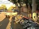 Strike!!! Massen Crash: 13 Bikes und 1 Auto! Weiblicher Kontrollverlust