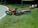 Der Name ist Programm: Supermoto Crash mit Killerbiker - einmal zuviel ist einmal zuviel