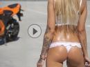 Supersexy Sommer 38°: Leder aus, Wasser raus - Motorrad Girl hot