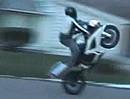 Suzuki GSX-R 600 Wheelie Crash - und vor Zorn den Helm zerstört *rofl*