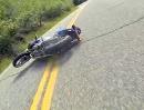 Suzuki SV650 Crash: Steinbrocken auf der Fahrbahn, drüber gefahren, Abflug
