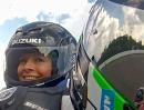 Suzuki Taxifahrt mit Rollei 5S Actioncam Hockenheim: Das Mädel hat alles, nur kein Schiß