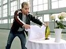 Tischdecke wegziehen - der älteste Trick der Welt diesmal mit BMW S1000RR