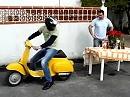 Tischdecke wegziehen - was BMW S1000RR kann, kann meine Vespa auch!!!