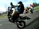 Total bekloppt: Wheelie Extrem: Ohne Vorderrad und Gabel auf dem Highway