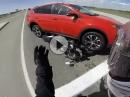 Totalschaden: Auto überrollt Motorrad! Wir unterstellen VORSATZ - Ars******