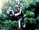 Trial Freestyle Backflip Crash von Julien Dupont - auch Profis geht mal der Platz aus