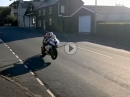 TT2018 Kirk Michael, Superbike-Quali: Vollgas, Ortsmitte,Tiefflug