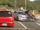 Übel - Motorrad Crash - von Arschloch übelst abgeräumt