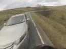 Übler Motorradunfall: Gegenverkehr, Abflug, Schutzengel - Einatmen, ausatmen