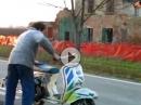 Geht wie ein Zäpfchen .... Vespa Motorroller auf Dope Killer Wespe