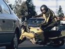 Unfallverhütung: Auto vs Motorradfahrer Eindrucksvolles Video anschauen