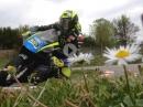 Valentino Rossi beim Minibike Training am Galliano Park - Blümchenpflücker ;-)