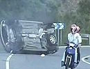 Verkehrsunfall. Auto verfehlt beim Crash nur knapp Motorrad