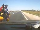 Verkehrsunfall: Autofahrer rettet Motorradfahrer den Arsch