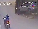 Verkehrsunfall: Motorradfahrer mit dem 7. Sinn. Frauchen zerstört Wägeli