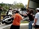 Motorrad verladen Crash: Verladedummbeutel mit diversen Lackschäden :-)