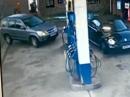 Unglaublich: Verwirrung an der Tanke - WO ist der Tankdeckel *rofl*
