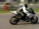 Vollblutracer Alex Zanardi probiert eine BMW HP2 Sport in Monza
