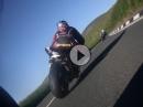 Der Mann ist eine Waffe! M. Dunlop onboard SBK TT 2016 - rechts auf laut!