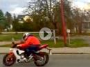 Vorbeiflug: Yamaha R1 mit Akra bestückt - Gänsehaut Boxen auf