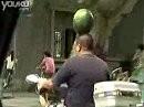 Wassermelone auf dem Roller - oder neuer Helmtest?