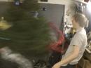 Weihnachtsbaum entsorgen mit Motorrad Motor :-)