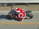 Weihnachtsmann auf BMW S1000RR Superbike. Kinder ihr müsst jetzt tapfer sein!