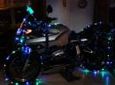 Weihnachtsmotorrad im Wohnzimmer