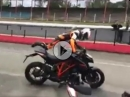Wenn das Biest auskeilt: KTM 1290R Superduke wird böse ...