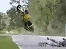 Motorradabflug: Wenn der Wheelie nit klappt wird´s Motorrad zur Rakete ...
