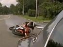 Wheelie Crash: geprollt, verschätzt ins Auto geknallt - Fahrer OK