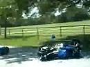 Wheelie Crash: Gründlicher kann man ein Motorrad nicht entsorgen