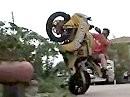 Wheelie Crash ins Blumenbeet - Ähem: nö wir waren das nicht, wirklich nicht ...