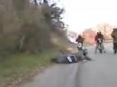 Wheelie Depp: Wheelie gestanden und mit Crash finalisiert = Held