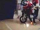 Wohnzimmer Wheelie Crash - wie zerstöre ich gezielt die Einrichtung - Vollidiot
