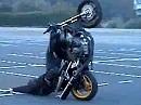 Wheelie Kunst vom Feinsten: Stunt Moto Brestunt