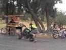 Wheelie Stunt Crash: Mit Schmackes in den Getränkestand