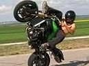 Wheelie Zweirad Artist - über den freien Oberkörper sollte er nochmals nachdenken