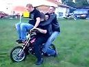 Wieviel Leute gehen auf ein Minibike?